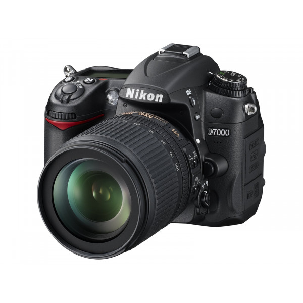 Nikon D7000 SLR-Digitalkamera (16 Megapixel, 39 AF-Punkte, LiveView, Full-HD-Video) Kit inkl. AF-S DX 18-105 VR-37
