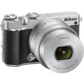 Nikon 1 J5 Systemkamera (20 Megapixel, 7,5 cm (3 Zoll) Display, 4K-Videoaufzeichnung, Funktionswählrad, Einstellrad, Funktionstaste, WiFi, NFC, USB, HDMI) Kit inkl. 10-30 mm PD-Zoom Objektiv silber