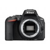 Nikon D5500 SLR-Digitalkamera (24,2 Megapixel, 8,1 cm (3,2 Zoll) Neig- und drehbares Touchscreen-Display, 39 AF-Messfelder, ISO 100-25.600, Full-HD-Video, Wi-Fi, HDMI) nur Gehäuse schwarz